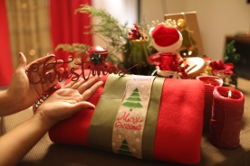 Tell stories through Christmas Decors